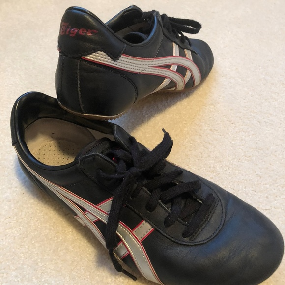 wholesale dealer 469f3 48a2c Women's Onitsuka Tiger - Black, Silver & Red Shoes
